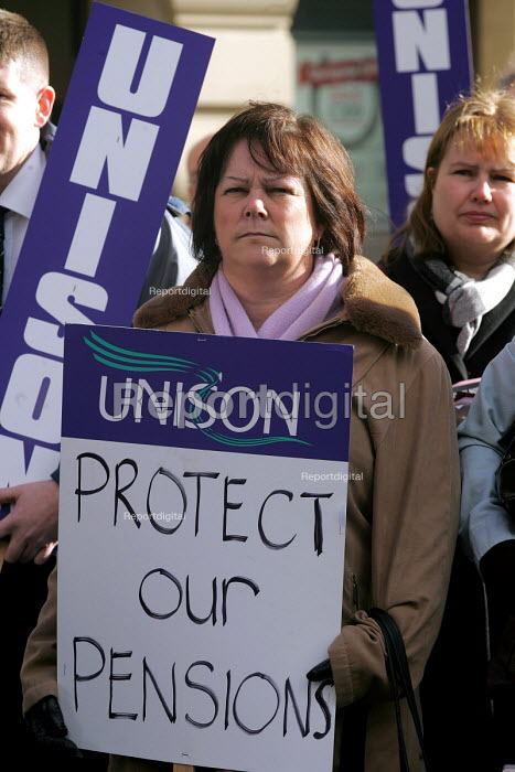 Public services unions rally to ptotest at possible future pensions provision in the public sector Newcastle Upon Tyne, 18/2 2005. - Mark Pinder - 2005-02-18