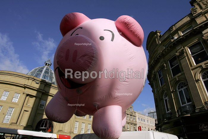 Public services unions rally to ptotest at possible future pensions provision in the public sector. Newcastle Upon Tyne, 18/2 2005. Here with Prudence the Pensions Pig - Mark Pinder - 2005-02-18