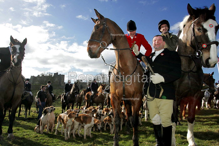 Huntsmen from the Percy Hunt Alnwick, Northumberland, 19/2 2005. The day after the hunting ban. - Mark Pinder - 2005-02-19
