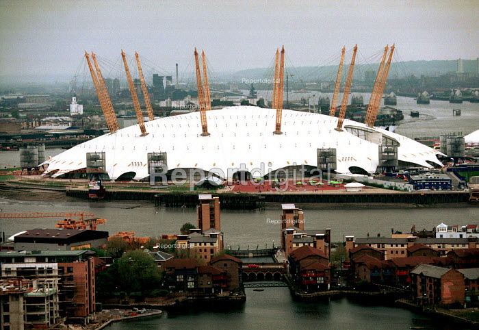 The Millennium Dome from Canary Wharf, London. ... - Mark Pinder - 2000-05-01