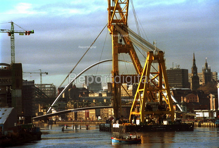 The gateshead Millennium Bridge is floated up the river Tyne prior to its installation linking the Quaysides of Newcastle and Gateshead. 20/11 2000. - Mark Pinder - 2000-11-20