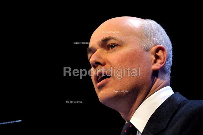 Conservative leader Iain Duncan Smith speaking at the Conservative Party spring conference, Harrogate. - Mark Pinder - 2002-03-24