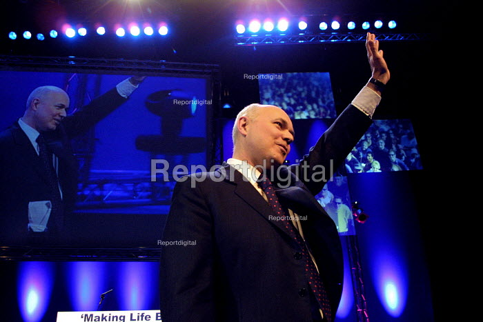 Conservative leader Iain Duncan Smith at the finale of the Conservative Party spring conference, Harrogate. - Mark Pinder - 2002-03-24