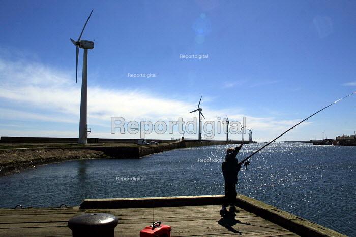 Fisherman Blyth offshore windfarm in Northumberland. - Mark Pinder - 2002-05-05