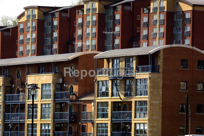 New apartment development on the Quayside, Newcastle Upon Tyne. - Mark Pinder - 2002-05-22