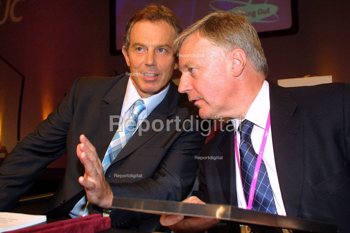 Prime Minister Tony Blair and TUC gen Sec John Monks at the 2002 TUC conference, Blackpool, 10/9 2002 - Mark Pinder - 2002-09-10