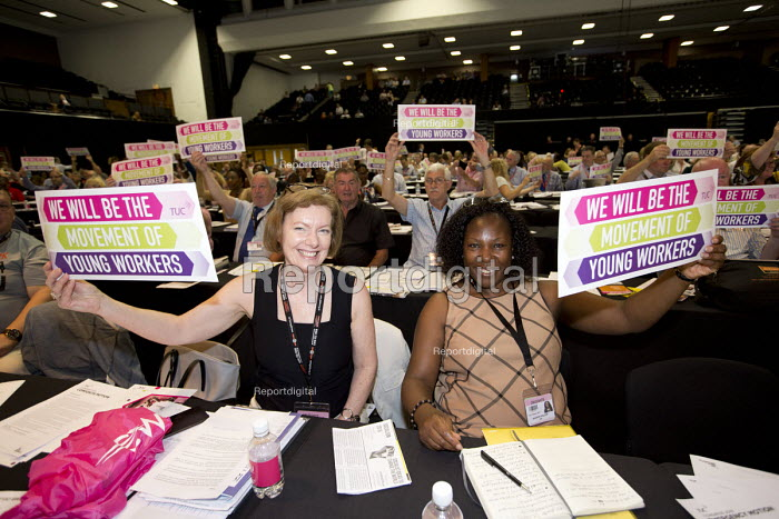 Sharon Holder GMB delegates support Young Workers, TUC conference Brighton. - Jess Hurd - 2016-09-12