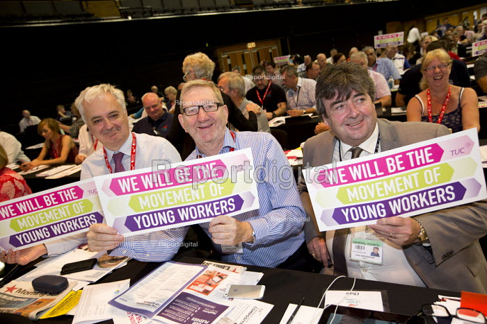 Andrew Murray, Len McCluskey and UNITE delegates supporting Young Workers at TUC conference Brighton. - Jess Hurd - 2016-09-12