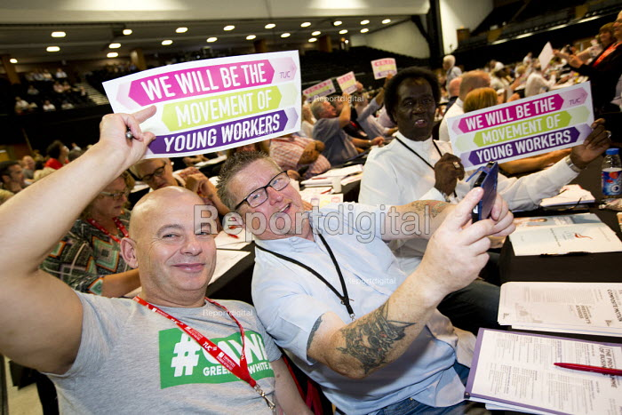 CWU delegates support Young Workers, TUC conference Brighton. - Jess Hurd - 2016-09-12