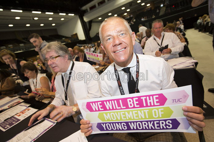 Tim Roache GMB supporting Young Workers at TUC conference Brighton. - Jess Hurd - 2016-09-12