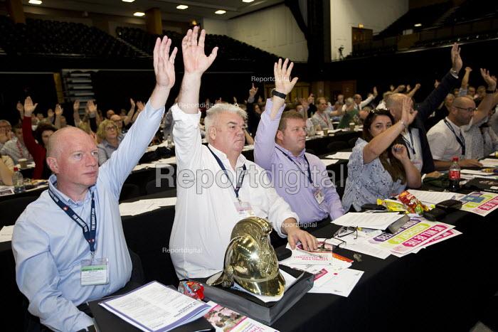 FBU delegation voting, TUC conference Brighton. - Jess Hurd - 2016-09-12