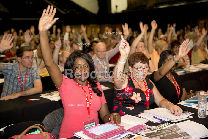UNISON delegates voting TUC conference Brighton. - Jess Hurd - 2016-09-13