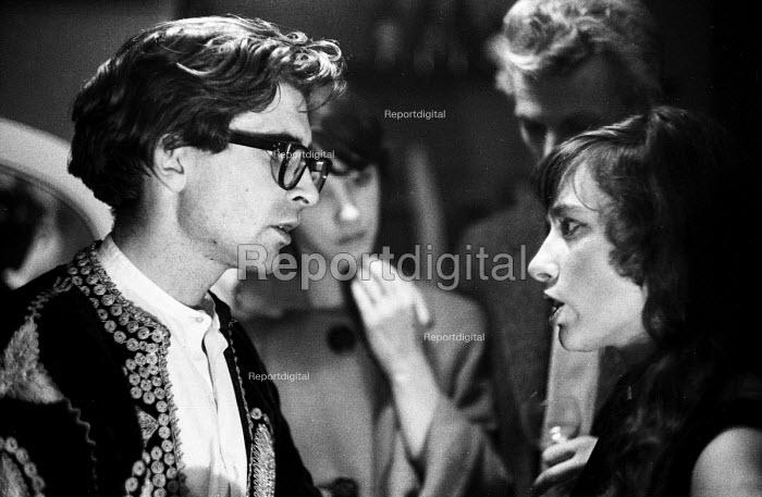 Playwright John Arden talking with actress Tamara Hinchco, London 1959 - Alan Vines - 1959-10-23