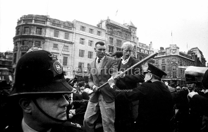 National Socialist Movement fascist rally, Trafalgar Square 1962, leading to a riot after 'Free Britain From Jewish Control' speeches were heard by anti-fascist protestors opposing the fascist meeting. - Alan Vines - 1962-07-01