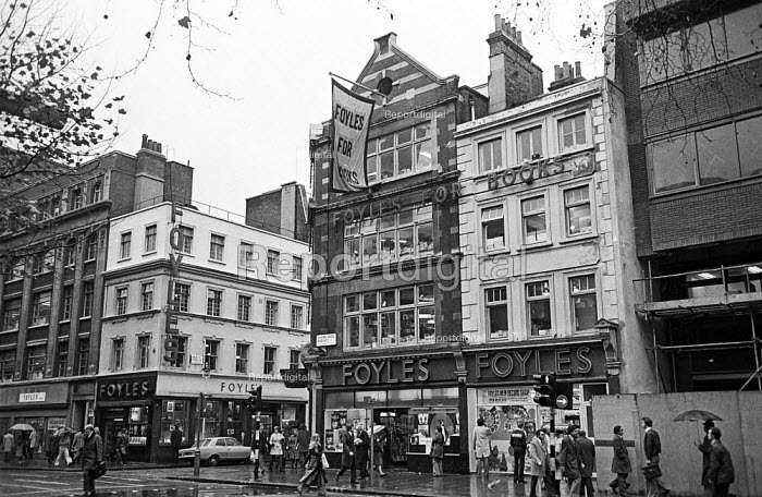 Foyles Bookshop in Charing Cross Road, London, 1975 - John Sturrock - 1975-11-25