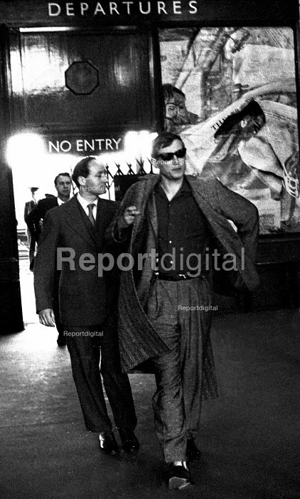 Russian poet Yevgeny Yevtushenko visiting London 1962 - Romano Cagnoni - 1962-04-30