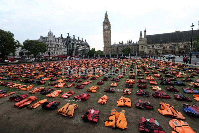 Graveyard of life jackets, 2500 laid out in Parliament Square, a tribute to thousands of refugees who have drowned over the past year trying to cross the Mediterranean, London - Jess Hurd - 2016-09-11