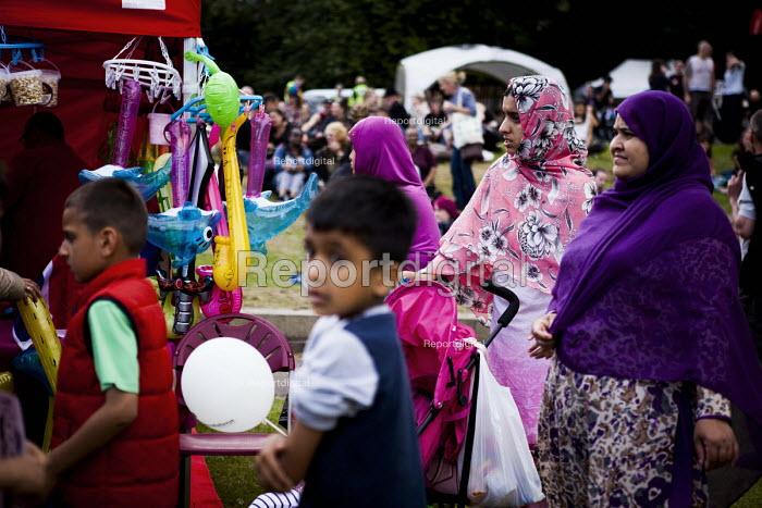 Locals enjoying the annual Sharrow Festival. Sheffield, South Yorkshire - Connor Matheson - 2016-07-16