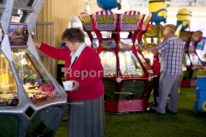 Playing on the slot machines, Barry Island Pleasure Park, South Wales - Connor Matheson - 2016-07-31