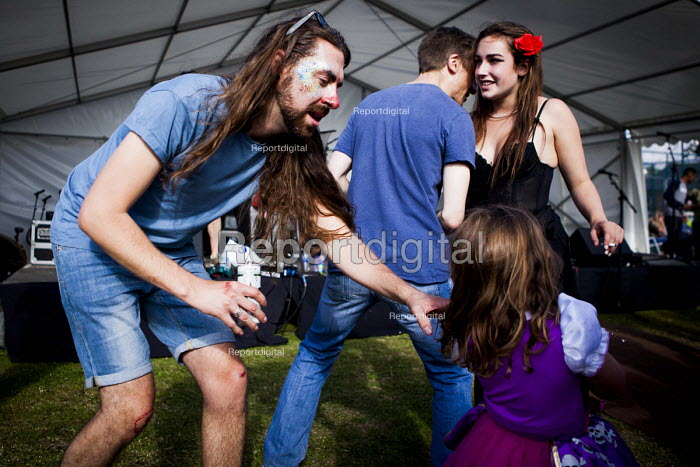 Local people enjoying the annual Sharrow Festival. Sharrow, Sheffield, South Yorkshire - Connor Matheson - 2016-07-16