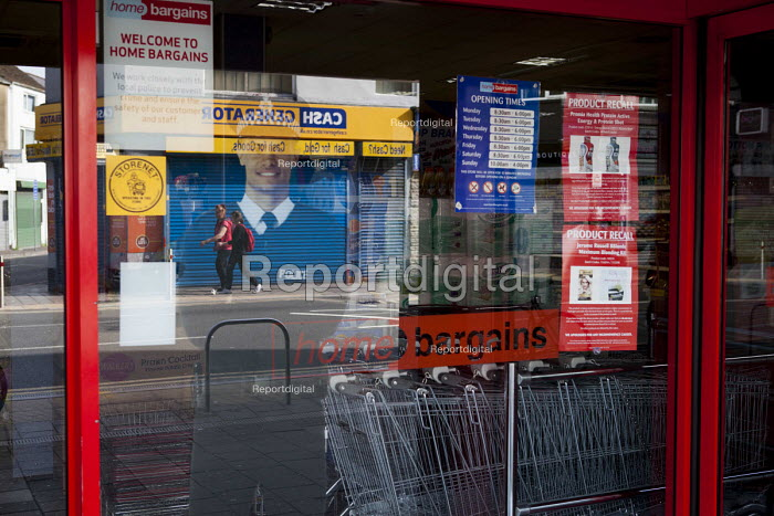 Lifesize cardboard cutout of a Policeman, Home Bargains, Cardiff, South Wales - Connor Matheson - 2016-07-31