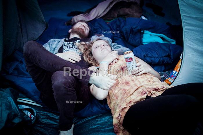 Music fans relaxing at the ArcTanGen Music Festival. Bristol - Connor Matheson - 2016-08-19