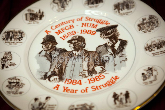 Plate commemorating the 1984-85 miners strike, A Year Of Struggle. Illustrated with a picture of Arthur Scargill being arrested at the battle of Orgreave, Wakefield, West Yorkshire. - Connor Matheson - 2016-04-30