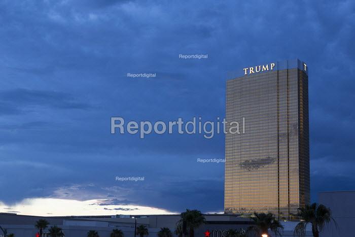 Las Vegas, Nevada, Trump International Hotel - Jim West - 2016-06-28