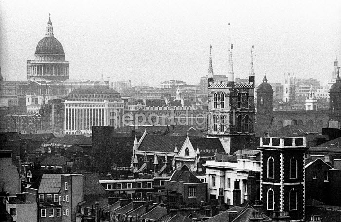 View across Southwark Cathedral towards St Pauls Cathedral London 1965 - Patrick Eagar - 1965-02-04