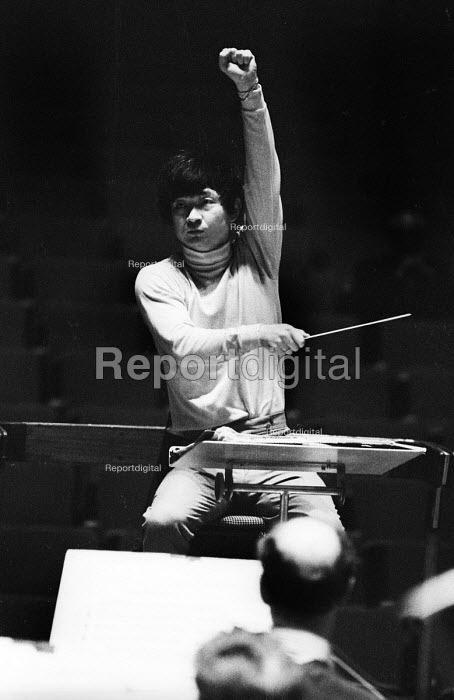 Japanese conductor Seiji Ozawa, Royal Festival Hall, London 1967 - Patrick Eagar - 1967-06-06