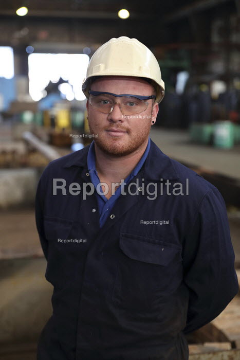 Welder, Tata Steel Port Talbot, South Wales - Jess Hurd - 2016-09-22