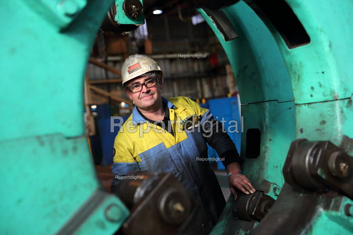 Machinist, Machine and Engoneering Shop, Tata Steel Port Talbot, South Wales. - Jess Hurd - 2016-09-22