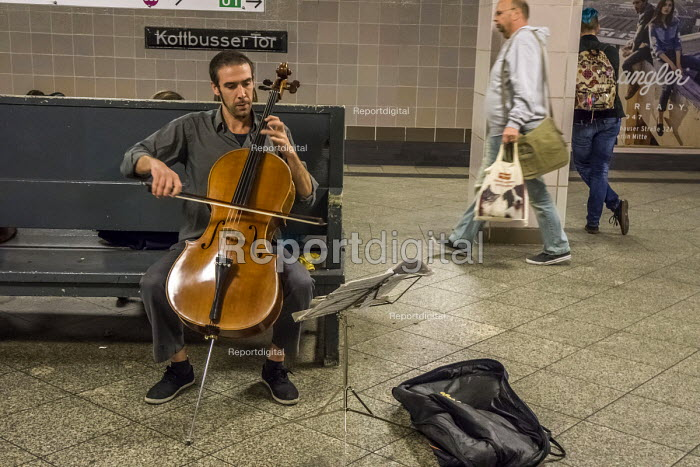 Berlin, Germany. Busker playing the cello in a Berlin subway - David Bacon - 2016-10-02