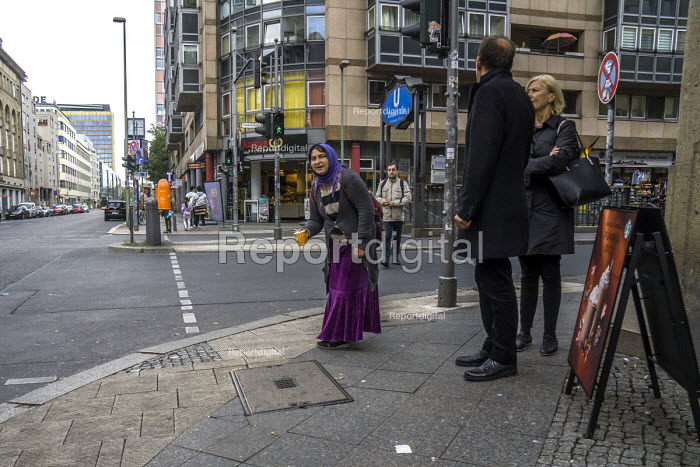 Berlin, Germany. Woman begging on a Berlin street corner - David Bacon - 2016-10-02