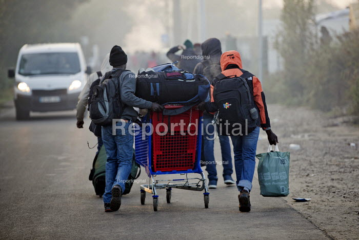 Refugees leaving Jungle camp prior to a demolition planned by French authorities. Calais, France. - Jess Hurd - 2016-10-25