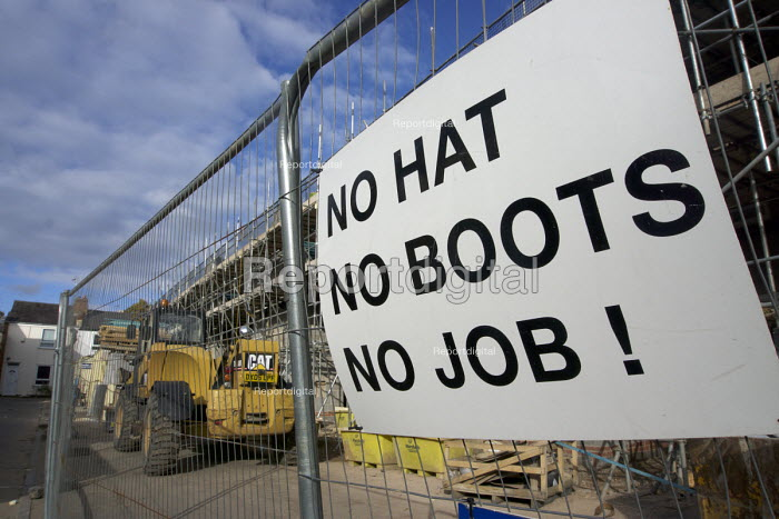 Health and safety notice at a building site entrance: No Hat, No Boots, No Job! Leamington Spa, Warwickshire - John Harris - 2016-10-23