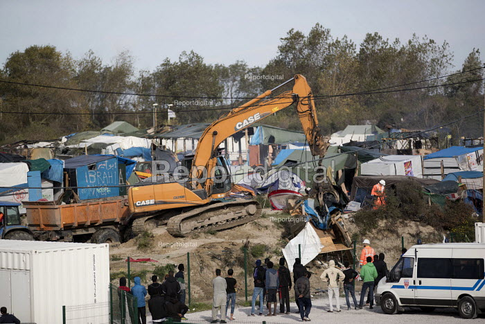 Child refugees from the makeshift Jungle camp, now living in containers watch their homes destroyed in the eviction. Calais, France. - Jess Hurd - 2016-10-27