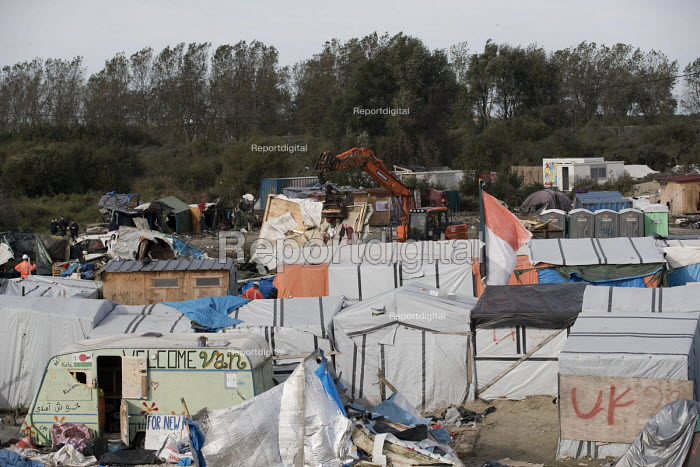 The Jungle camp being destroyed after the eviction. Calais, France. - Jess Hurd - 2016-10-27