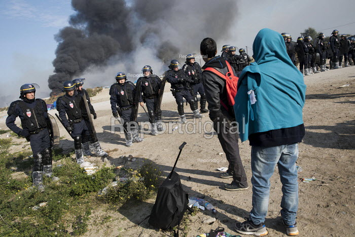 CRS police at the entrance, eviction of refugees from the Jungle camp, Calais, France - Jess Hurd - 2016-10-26