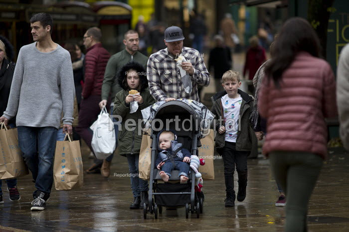 Shoppers, Coventry Precinct. A family eating as they go. - John Harris - 2016-11-12
