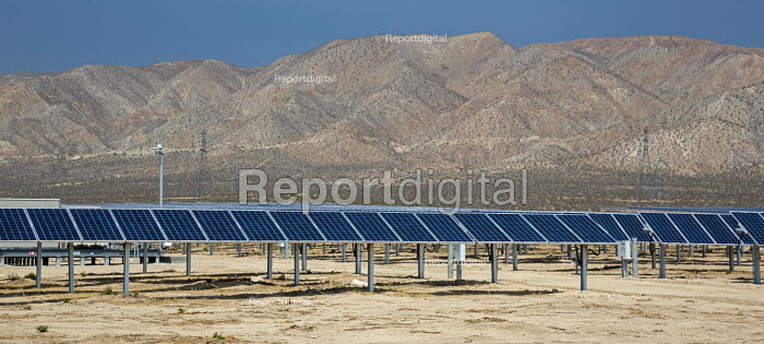 Bakersfield, California, Solar panels in the desert, San Joaquin Valley - Jim West - 2016-06-25