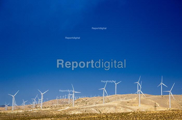 Tehachapi, California. Wind turbines in the Tehachapi Wind Resource Area. A dozen companies operate about 5,000 turbines on the site - Jim West - 2016-06-24