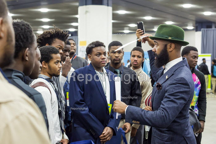 Detroit, Michigan: Edmund Lewis of Minority Males for Higher Education speaking to young African American men, job fair sponsored by the nonprofit My Brother's Keeper - Jim West - 2016-11-14