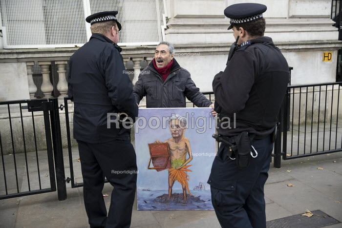 Artist Kaya Mar with a new Philip Hammond MP painting taliking to Police, Autumn Statement, Westminster, London - Jess Hurd - 2016-11-23