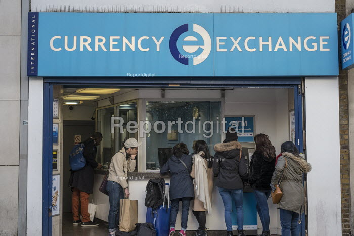 International Currency Exchange, Oxford Street, London - Philip Wolmuth - 2016-11-25