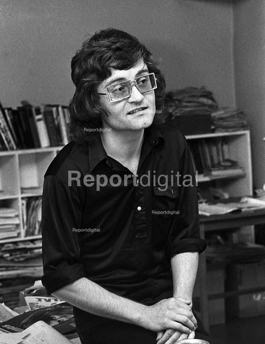 Tony Garnett, film and TV producer at home 1971 - Martin Mayer - 1971-07-25