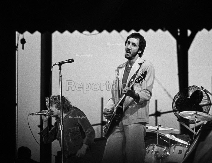 Pete Townsend (R) and Roger Daltrey playing at a The Who concert 1976 Charlton football ground, South East London - Martin Mayer - 1976-05-31
