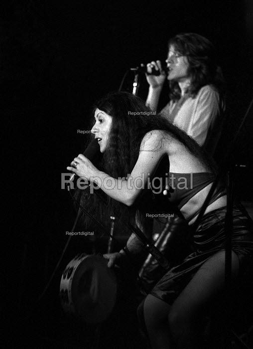 Elkie Brooks with Robert Palmer playing in Vinegar Joe, Marquee club, London 1971 - Martin Mayer - 1971-04-29