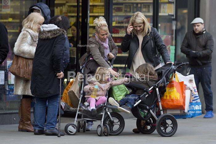 Parents Swindon Shopping precinct, Wiltshire - John Harris - 2016-12-16