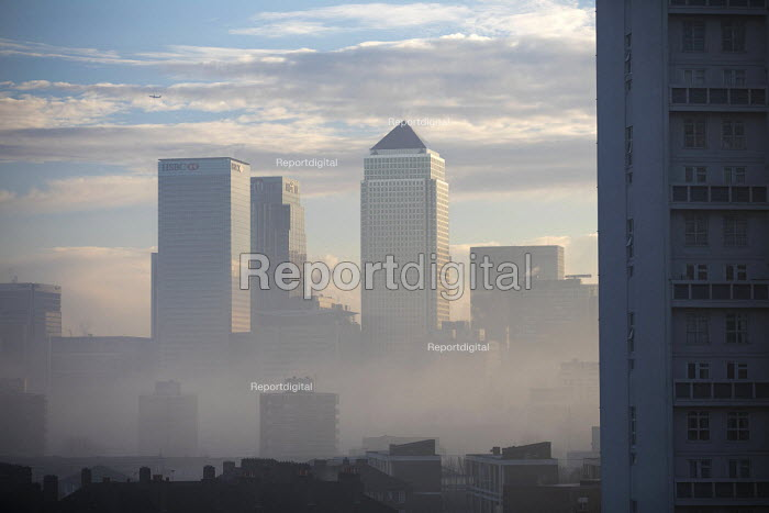 Winter fog lifting from Canary Wharf and the London Docklands, Tower Hamlets, East London - Jess Hurd - 2016-12-28